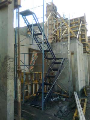 Alquiler de andamios tubulares metalicos y sus accesorios - Alquiler de escaleras ...